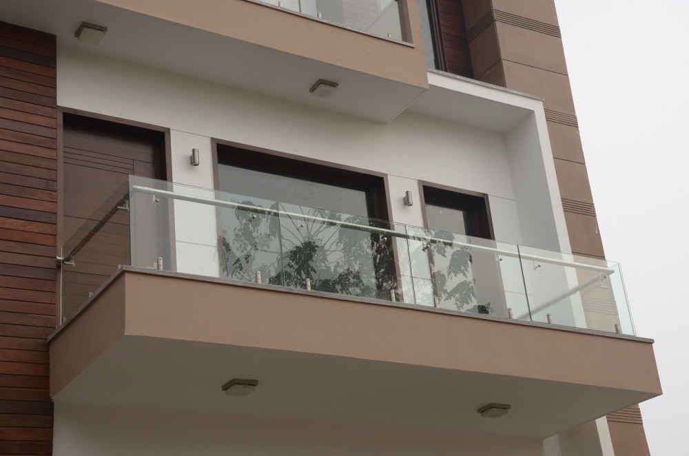 Foot step ss railing ss gate manufacturer balcony for Design of balcony railings in india