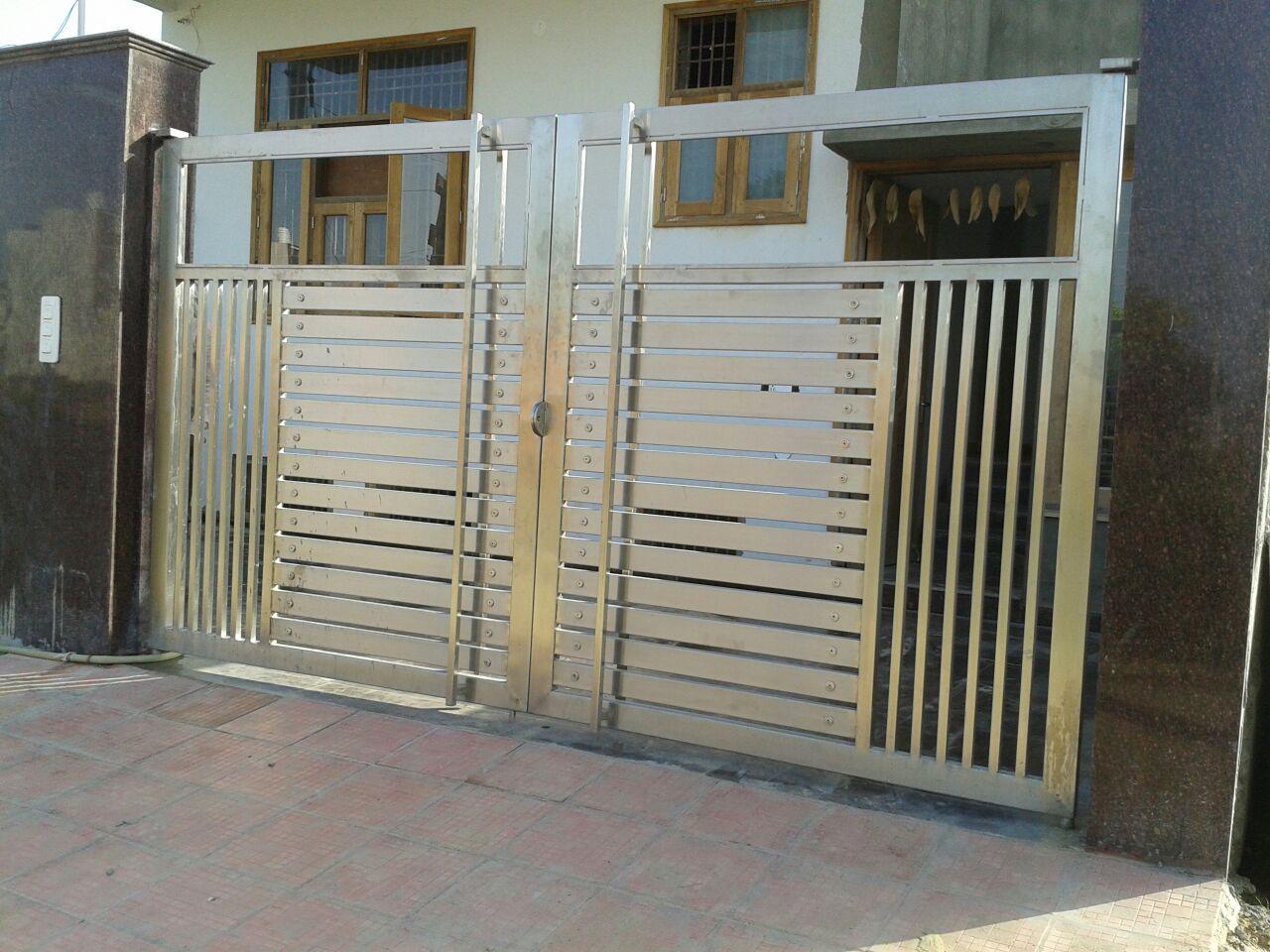 Foot Step Balcony Railing Ss Gate Glass Railing